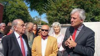 Im Vordergrund von links: Dr. phil. h.c. Arno Lustiger, Gastprofessor am Fritz Bauer Institut; Buddy Elias, Anne Franks Cousin, Stadtrat Prof. Dr. Felix Semmelroth.