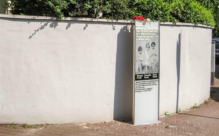 Anne-Frank-Stele-Marbachweg FfM