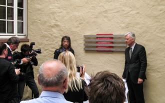 Enthüllungsfeier am 18.06.2009 mit Autor und Initiator Helmut Ulshöfer, Stadtrat Prof. Dr. Felix Semmelroth