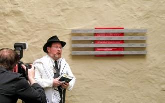 Enthüllungsfeier der Gedenktafel am 18.06.2009 mit Rabbiner Andrew Steiman
