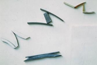 Vier einzelne Objekte O.T.