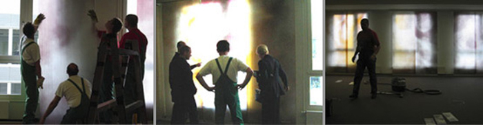 Abbildungen: Montage der Glasmalerei in dem Konferenzraum