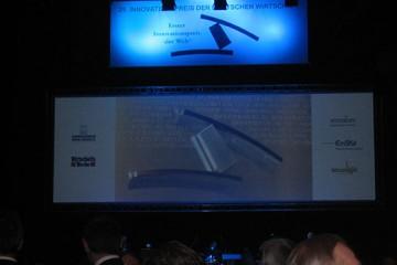 Skulptur zum ersten Innovationspreis der Welt